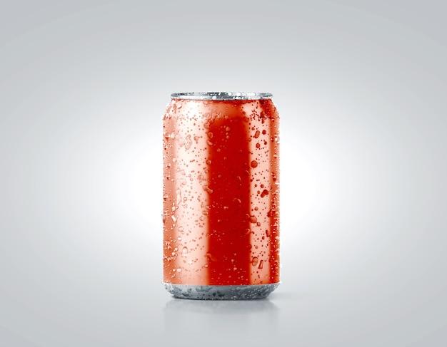 Maqueta de lata de refresco de aluminio frío rojo en blanco con gotas, 330 ml