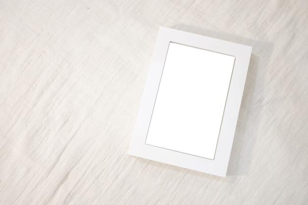 Maqueta de marco maqueta boho moderna lista para usar interior elegante de la sala de estar con marco de fotos marrón simulado