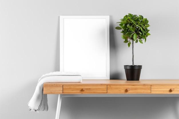 Maqueta de marco en la mesa
