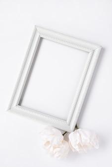 Maqueta de marco minimalista blanco.