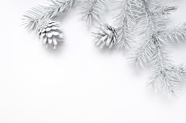 Maqueta marco de navidad ramas de los árboles blancos frontera sobre blanco