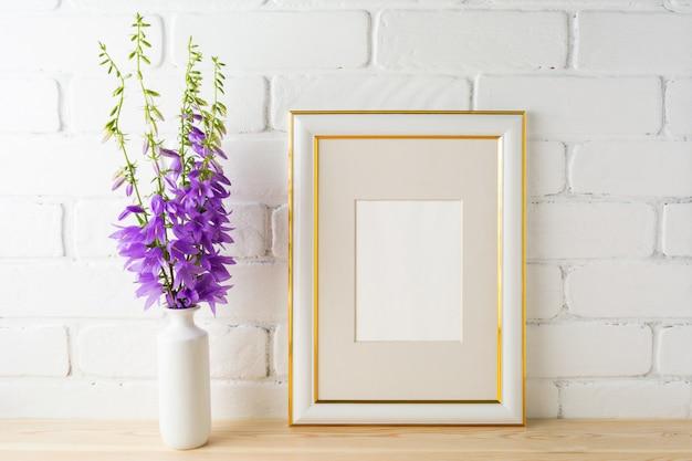 Maqueta de marco con ramo de campanillas