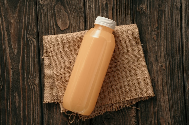 Maqueta de producto de café en botella de plástico