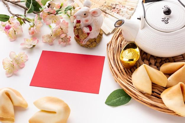 Maqueta de tarjeta de alto ángulo año nuevo chino