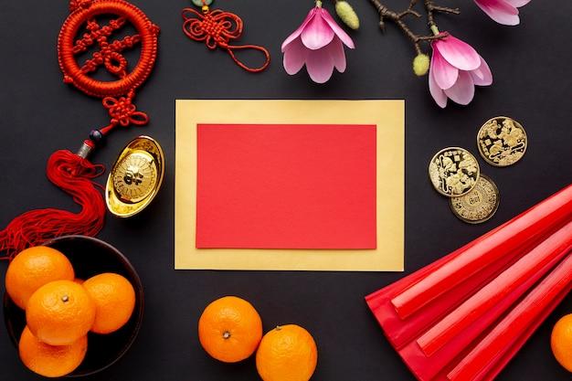 Maqueta de tarjeta de año nuevo chino con mandarinas y magnolia