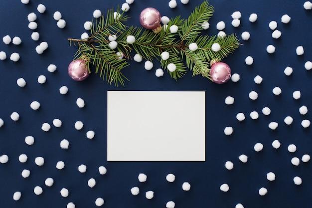 Maqueta de tarjeta de felicitación de navidad azul nevado