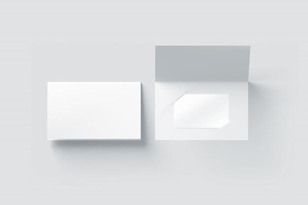 Maqueta de tarjeta de plástico blanco en blanco dentro del porta folletos de papel