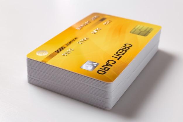 Maqueta de tarjetas de crédito sobre fondo blanco.