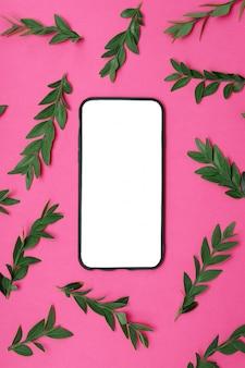 Maqueta de teléfono sobre fondo rosa