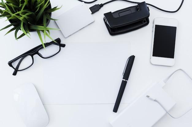 Maqueta de útiles de oficina
