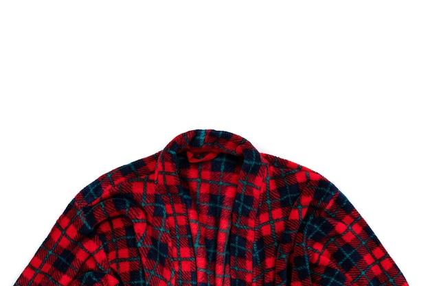 Maqueta de venta comercial con bata isolared sobre fondo blanco. vista superior plana ropa para el hogar con espacio de copia