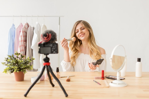 Maquilladora grabando video