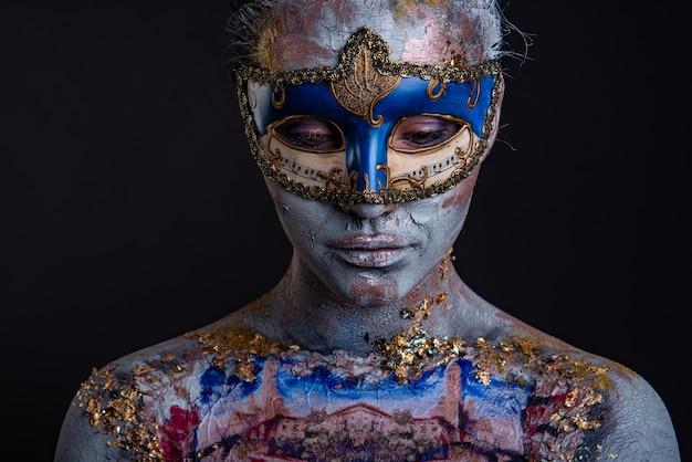 Maquillaje creativo del podio en el estilo de la señora veneciana