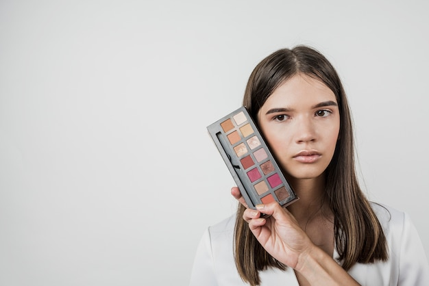 Maquillaje modelo con espacio de copia