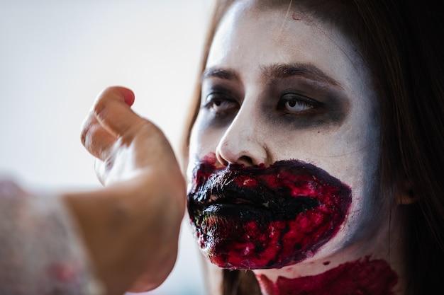 Maquillaje de niña fantasma de halloween