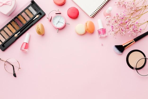 Maquillaje y pinceles copia espacio vista superior