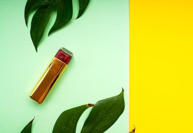 Maquillaje primavera hojas tropicales.