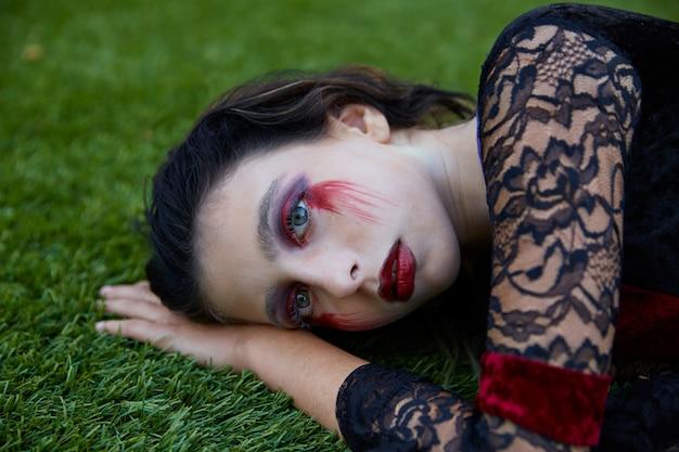 Maquillaje sangriento de la muchacha del niño de halloween