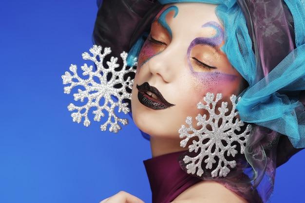 Maquillaje de vacaciones hermoso rostro de mujer