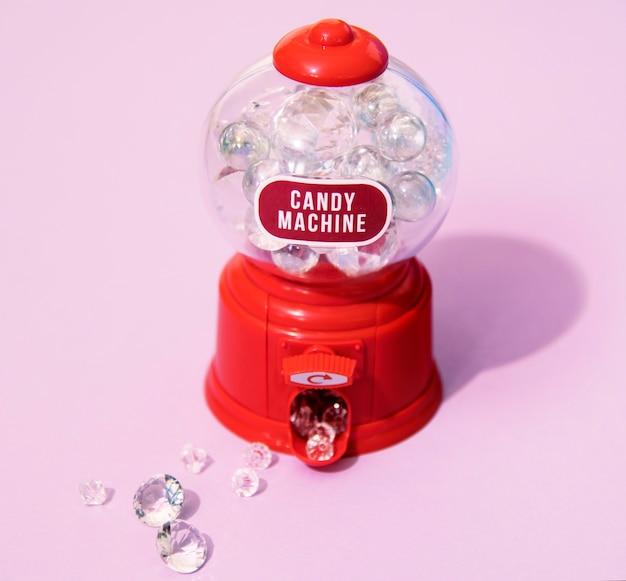 Máquina de caramelos colorida y brillante.