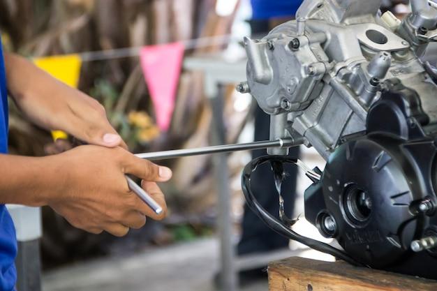 Máquina compuesta de engranajes. fondo de la industria de ruedas dentadas. pasos importantes en la industria.
