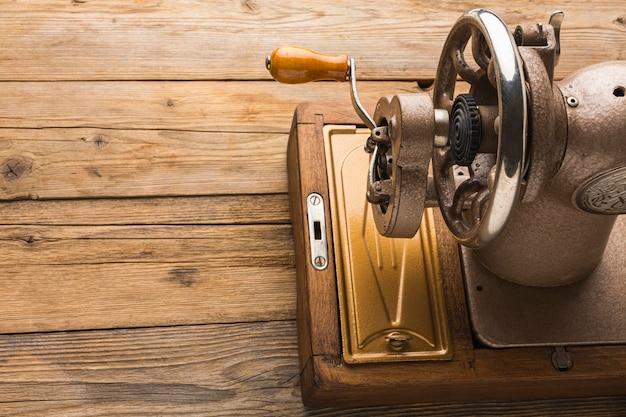 Máquina de coser vintage con espacio de copia