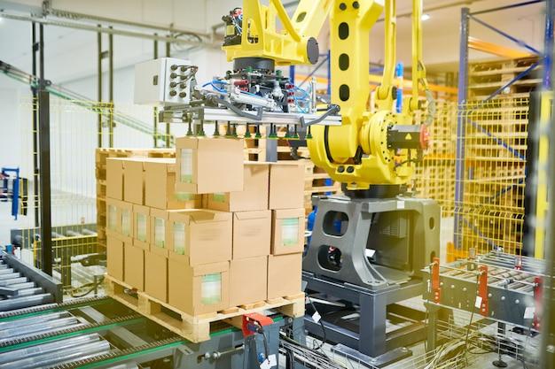Máquina de embalaje en el trabajo