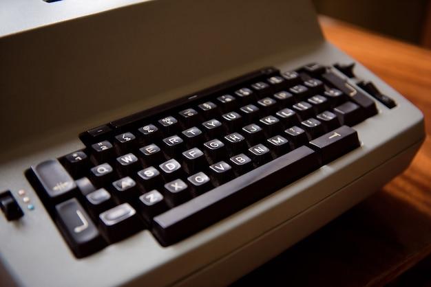 Máquina de escribir antigua. foto de primer plano de la máquina de escribir vintage.