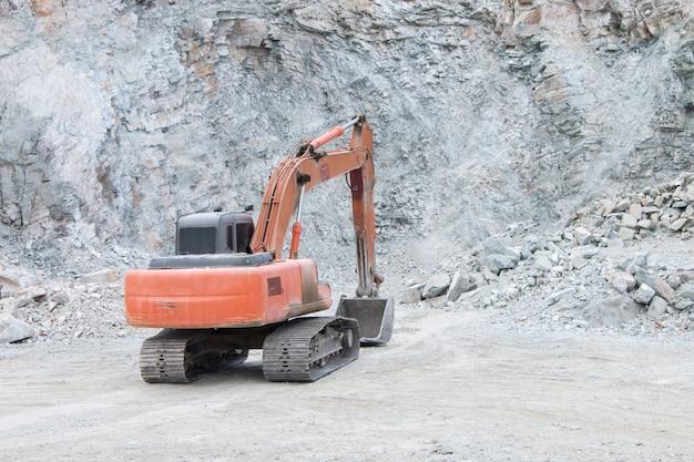 Máquina excavadora en obra