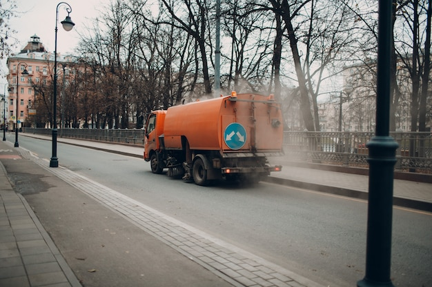 La maquina de limpieza en la calle