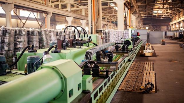 Máquina de producción para tubo de metal.