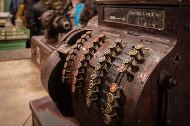 Máquina de registro de tienda antigua