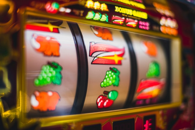 Máquina tragamonedas de juegos de azar en un casino