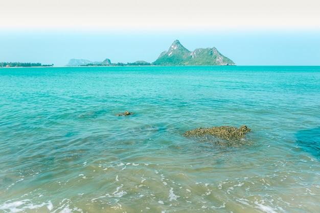 Mar de agua azul