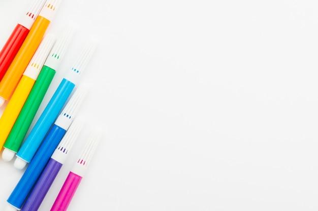 Marcadores de colores del día mundial del orgullo feliz