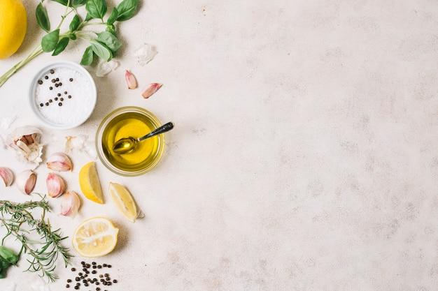 Marco de aceite de oliva e ingredientes de cocina
