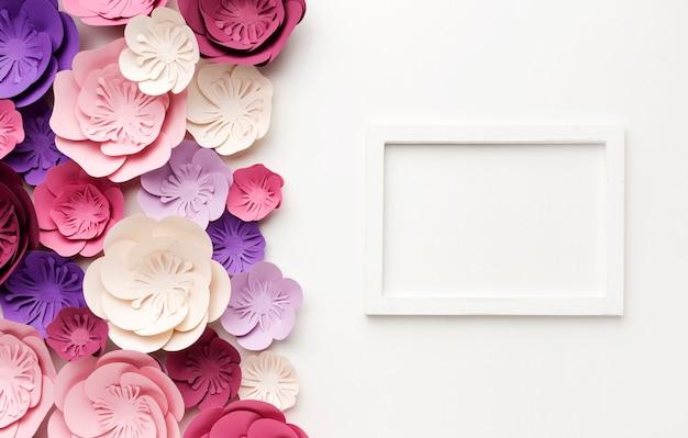 Marco con adornos florales
