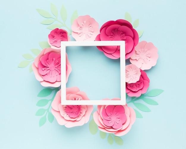 Marco con adornos de papel floral
