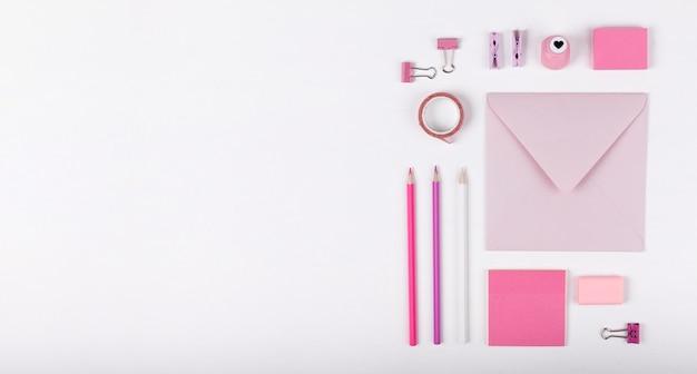 Marco de artículos rosa vista superior