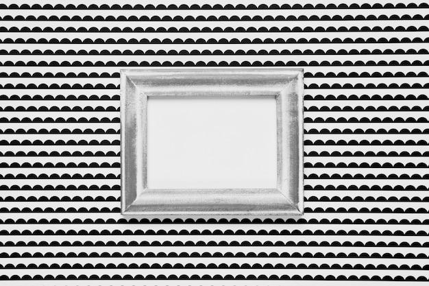 Marco en blanco con fondo monocromo