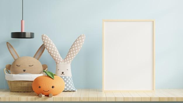 Marco en blanco y juguetes en el interior de la habitación infantil con fondo de pared azul, representación 3d