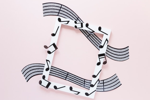 Marco blanco de vista superior con tema musical
