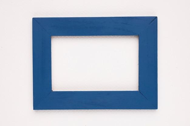 Marco de borde azul sobre fondo blanco