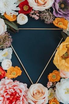 Marco botánico sobre fondo azul triángulo