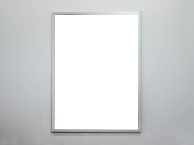 Marco de cartel en blanco en muro de hormigón
