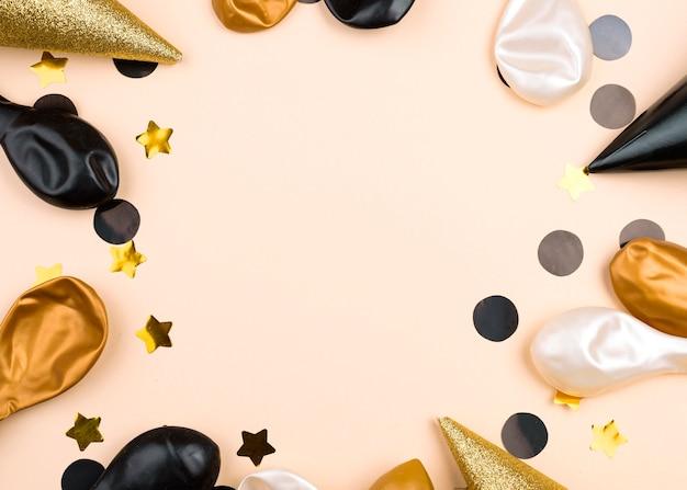Marco circular con globos de cumpleaños