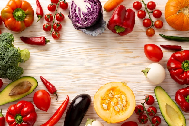 Marco circular de verduras vista superior