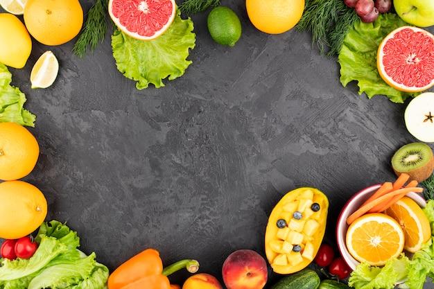 Marco de comida con deliciosas frutas exóticas
