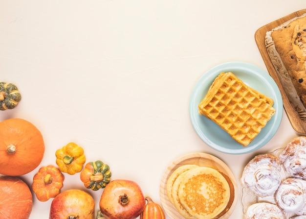 Marco de comida de temporada de otoño tradicional laico plano