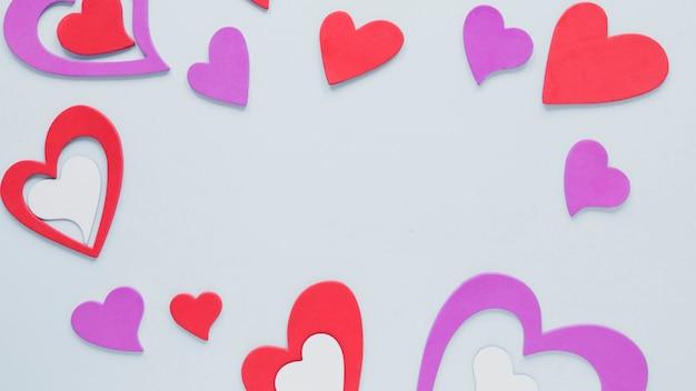Marco de corazones de papel